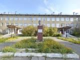 Памятник И.А. Куратову на Октябрьском проспекте